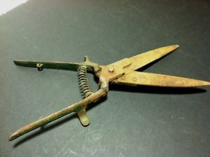 Vintage Grass Clippers Trimmers Spring Action Sheers Garden Hand Tools Green