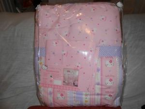 "Hello Kitty Toddler Bedding Set ""Hearts"""