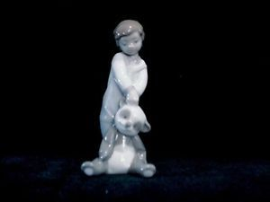 Lladro Figurine First Discoveries 6974 Boy Holding Panda Bear with Box