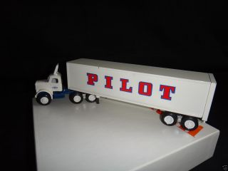 Winross Pilot Freight Carriers Tractor Trailer Truck Diecast 1 64 Scale w Box