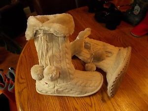 Ladies'' Rocket Dog ''Ivory Cable Sweater Mukluk Fur Lined Boots Size 8
