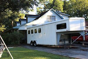 2003 Homesteader Stallion Model Gooseneck 4 Horse Trailer