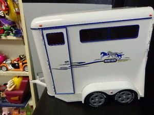 Breyer 2002 Horse Trailer with Matching Pick Up Truck