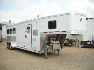 FeatherLite Living Quarters Model 8533 25ft Three Horse Slant Gooseneck Trailer
