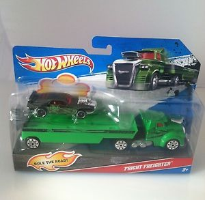 2011 Hot Wheels by Mattel Semi Truck w Trailer and Fright Freighter Car Toy