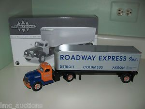 First Gear 1 34 Roadway Express 1949 International Semi Truck Tractor Trailer 10