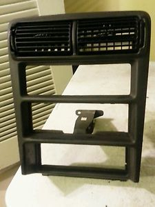 94 95 96 97 98 99 Ford Mustang GT Radio A C Vent Console Bezel Dark Charcoal