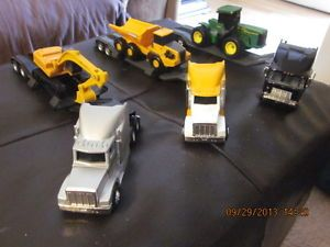 Lot of 3 Ertl John Deere Tractor Trailers 1 64 with Lowboy Trailers Equipment