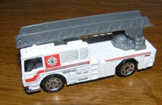 Matchbox 2009 White Fire Engine MB698 Ladder Truck