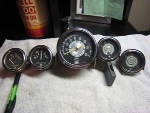 Stewart Warner Gauges RPM Tachometer Tach Vacuum Water Oil Alternator Green Line