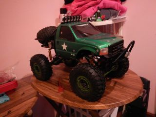 Axial Ford F350 Rock Crawler RC Truck