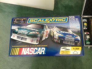 Scalextric NASCAR Super Speedway Slot Race Track Car Set Analog