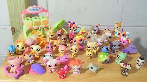 Large Lot of 61 Pieces Littlest Pet Shop LPS Treat Center Accessories