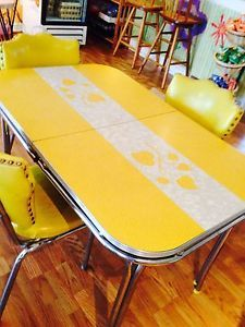 Retro Bistro 4 Top Collectible Vintage Kitchen Yellow Dining Table w 3 Chairs