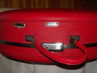Vintage American Tourist Red Hat Box Makeup Case Hard Sided Key