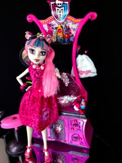 OOAK Monster High Beauty Shop Set with Rochelle Goyle Doll Chair 2 Capes