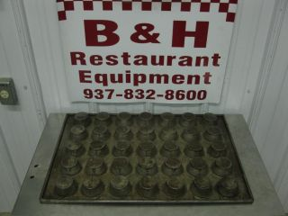 "Chicago Metallic 35 Cup Cake Muffin Pan 2 3 4"" x 2"" Cup 25 3 4"" x 17 1 2"""