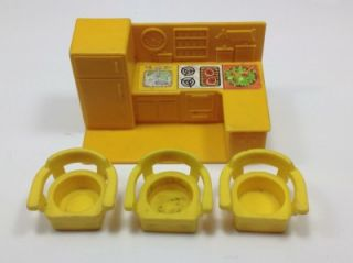 Vintage 1980 Fisher Price 952 Tudor House Little People and Accessories