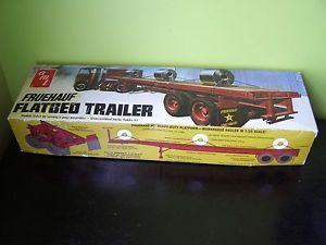 AMT Fruehauf Flatbed Trailer 1 25 Scale Plastic Model Kit