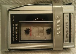 Vintage Sanyo M G41 Portable Cassette Player Radio Walkman
