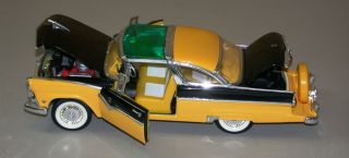 Collection Die Cast 1955 Ford Crown Victoria Fairlane Custom Red White 1 18