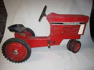 Vintage Ertl International Harvester Red Metal Pedal Car Farm Tractor Heavy Duty