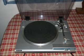 Hitachi Direct Drive Turntable HT 202