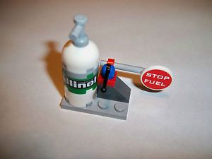 Lego Disney Pixar Cars 2 Allinol Fuel Gas Pump from Set 8206 Tokyo Pit Stop