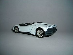 Hot Wheels Custom Lamborghini Aventador J White Real Riders