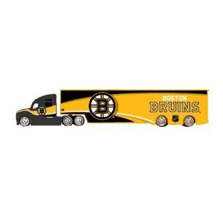 New NHL Boston Bruins Top Dog Tractor Trailer Transport 1 64 Scale Diecast