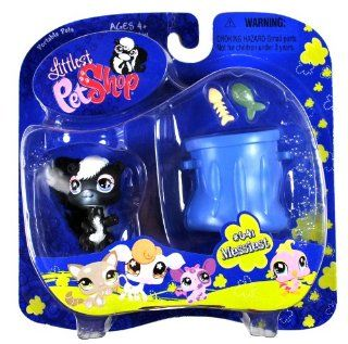 "Hasbro Year 2007 Littlest Pet Shop Portable Pets ""Messiest"" Series Collectible Bobble Head Pet Figure Set #641   SKUNK with Fish, Fish Bone and Trashcan (65312) Toys & Games"