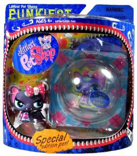 Hasbro Year 2007 Littlest Pet Shop Special Edition Pet PUNKIEST Series Bobble Head Pet Figure Set   Punk BAT with Bow and Show Off Bubble Display Case (63740) Toys & Games
